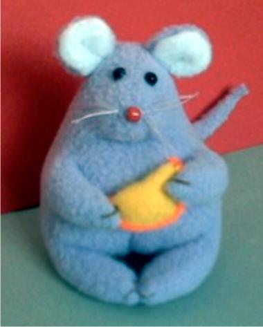Мышь Хомка.  Сшита игрушка из флиса, а какая красавица.