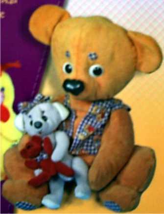 Жилетку большому медведю сделайте из яркой ткани.  Медведь и медвежонок.